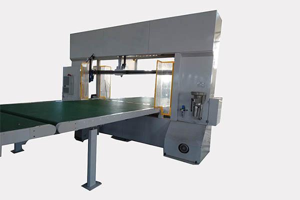 海绵仿形切割机的工作流程